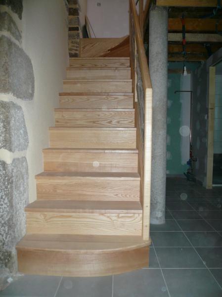 Escalier en frêne sur crémaillère décalée Morbihan(56) proche Loire Atlantique(44)